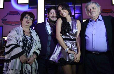 Михаил Галустян с семьей