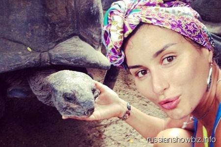 Тина Канделаки с черепахой