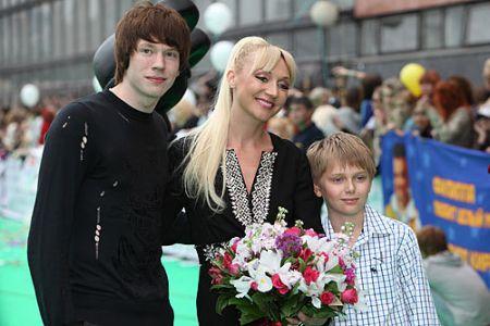 Кристина Орбакайте с сыновьями Никитой Пресняковым и Дени Байсаровым