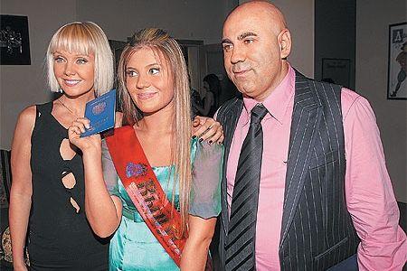 Анна Шульгина со своей семьей — певицей Валерией и продюсером Иосифом Пригожиным