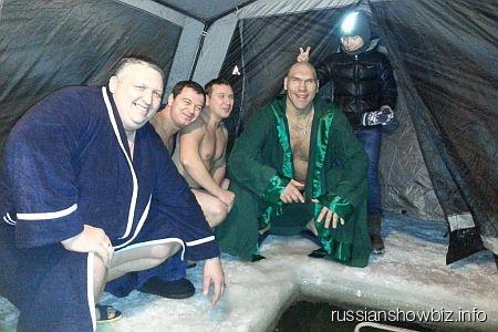 Николай Валуев с друзьями возле своей купели
