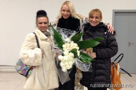 Анастасия Волочкова с подругами