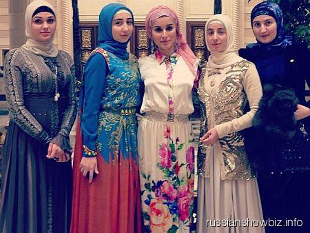 Тина Канделаки с чеченскими девушками