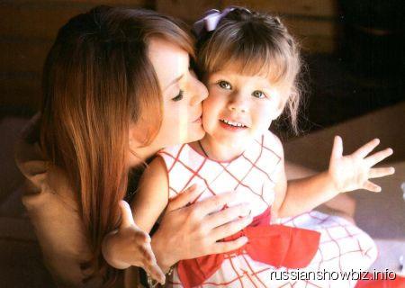 Певица МакSим с дочкой Сашей
