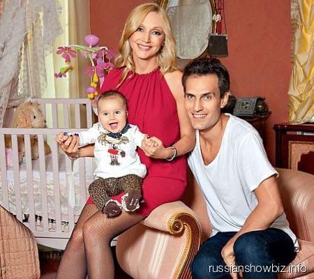 Кристина Орбакайте с мужем и дочкой