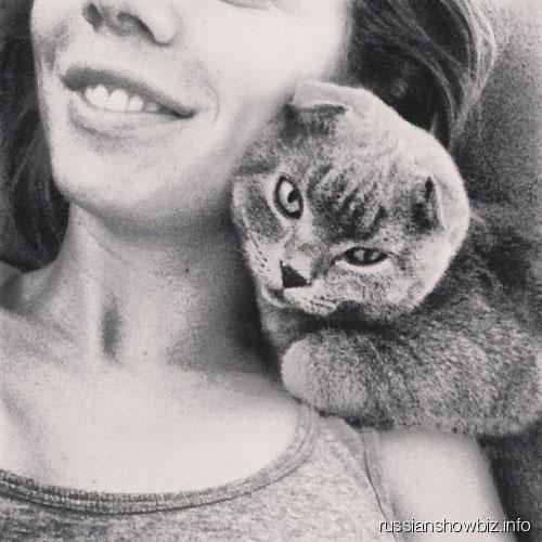 Fнна Седокова с котом