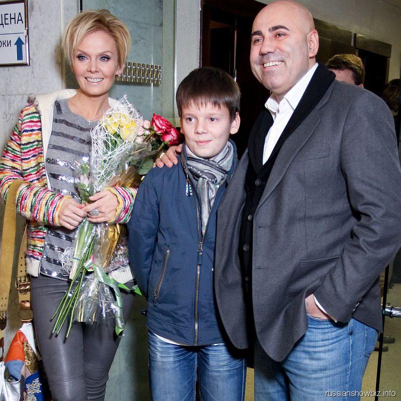 Иосиф Пригожин и Валерия с сыном Арсением