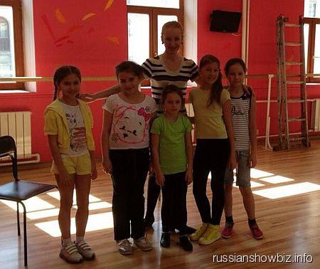 Дочь Анастасии Волочковой в творческом кружке