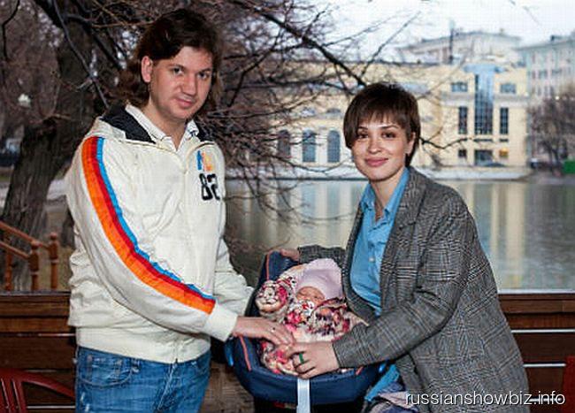 Максим Волков и Ирина Муромцева с дочкой