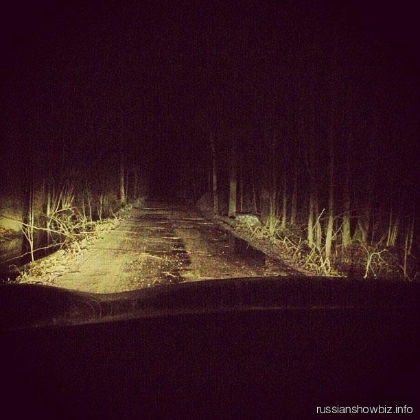 Алена Водонаева в лесу