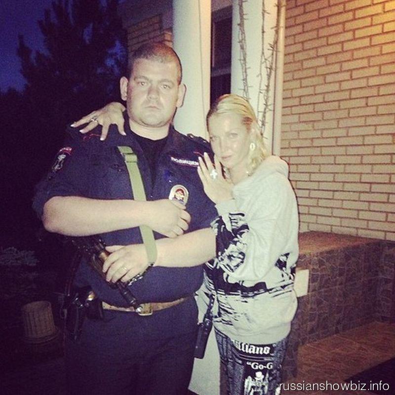 Анастасия Волочкова с охранником