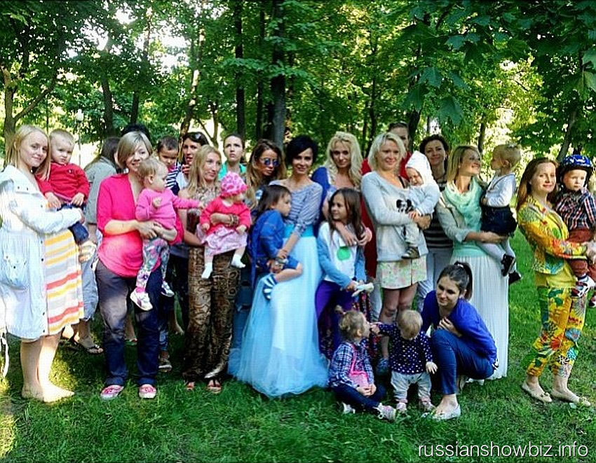 Саша Зверева с мамами
