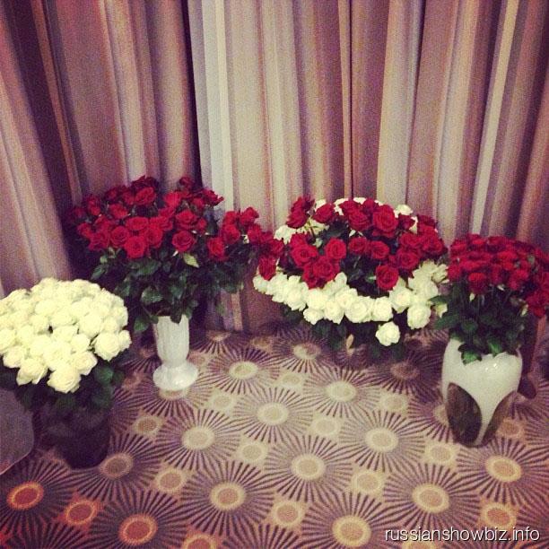 Цветы Николаю Баскову