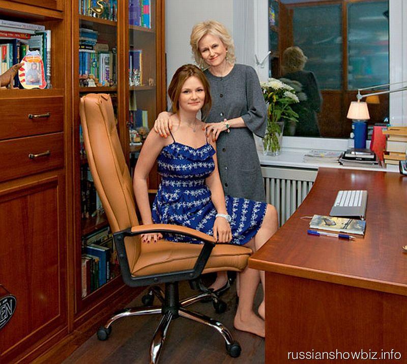 Дарья Донцова с дочерью