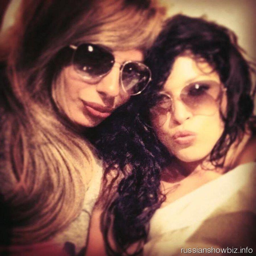 Ирина Дубцова с подругой