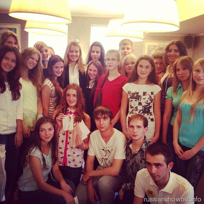 Мария Кожевникова с поклонниками