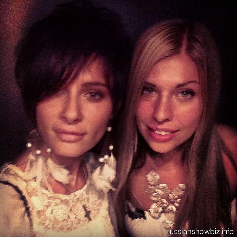 Саша Зверева с подругой