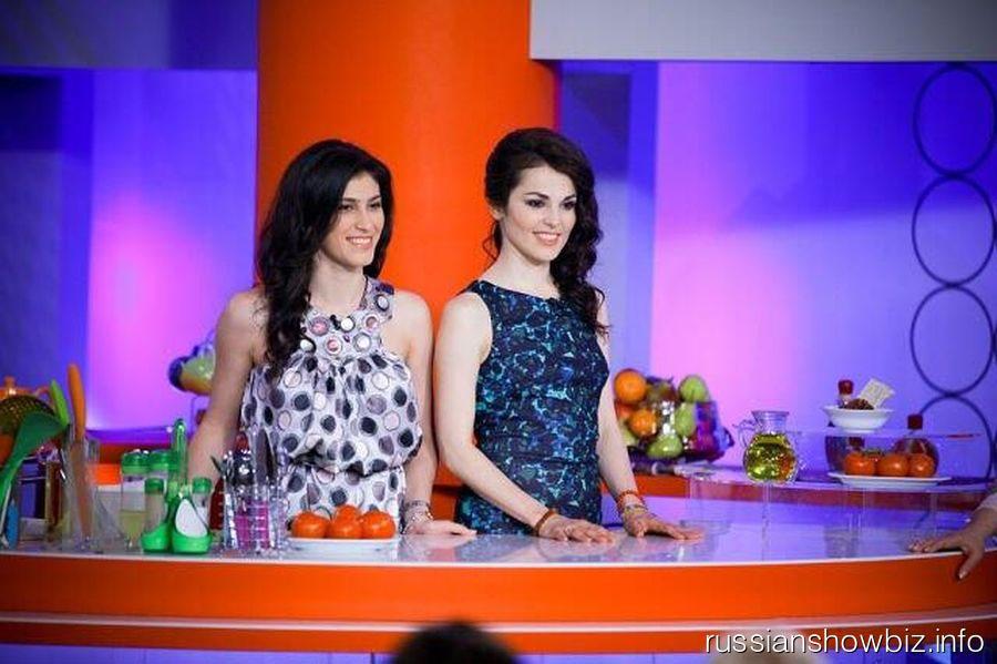 Сати Казанова с сестрой Марьяной