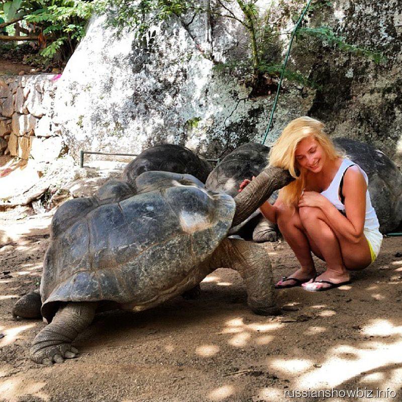 Татьяна Котова с черепахой
