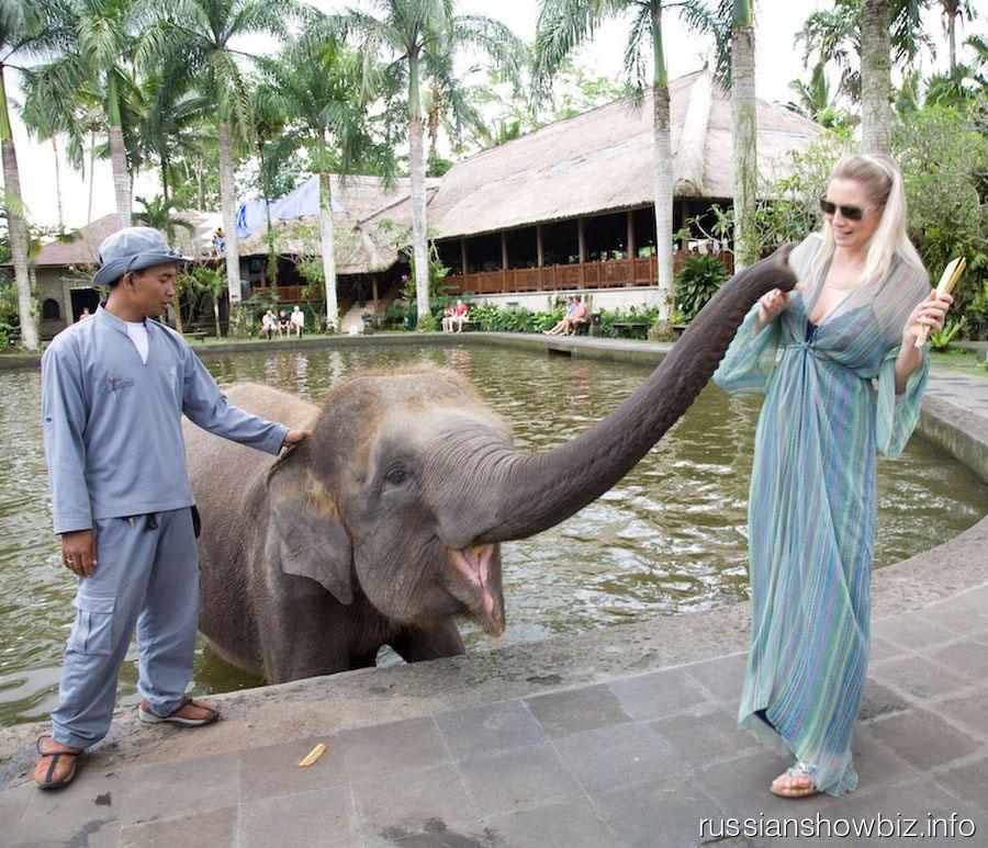 Ленина Ленина со слоном