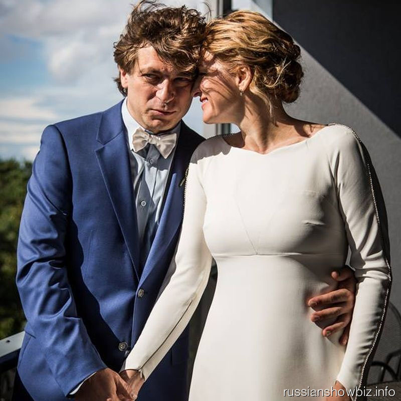 Лева Би-2 с женой