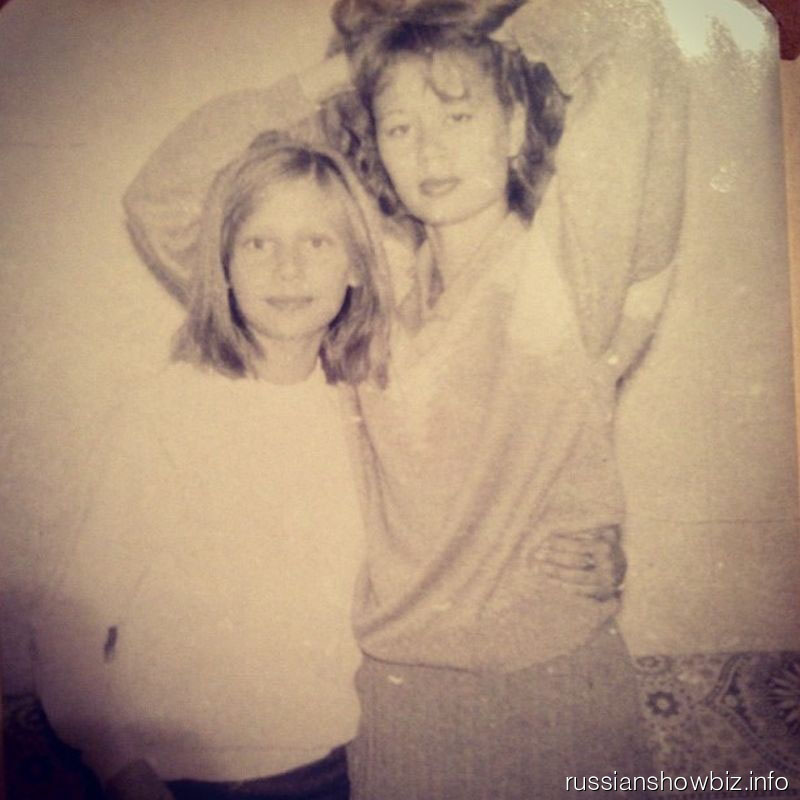 Юная Наташа Рудова с сестрой