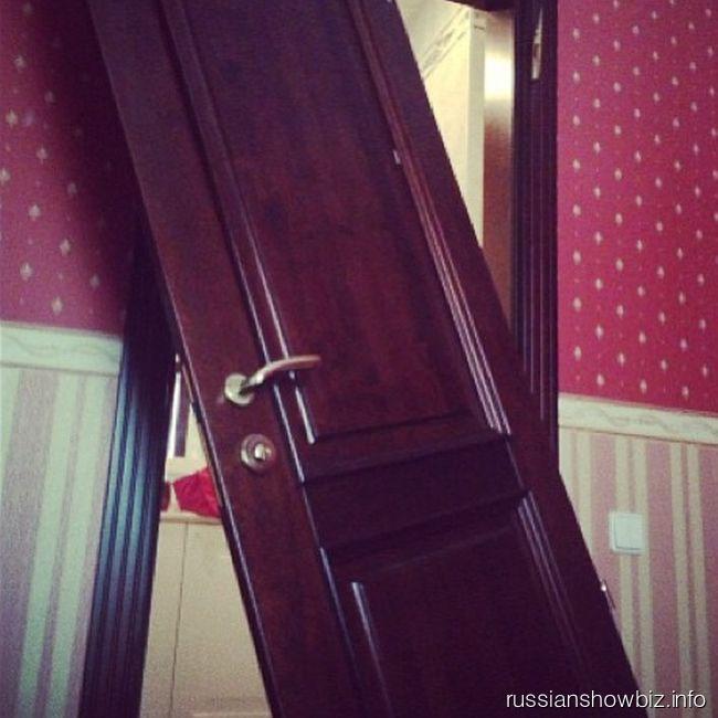 Дверь, вырванная Максимом Виторганом