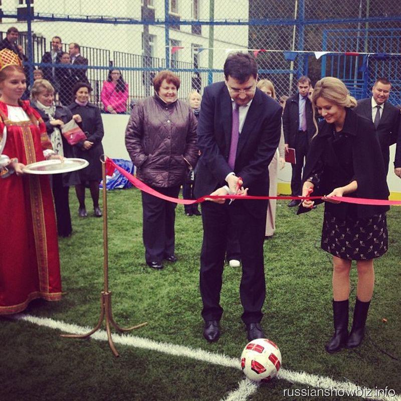 Мария Кожевникова на открытии спортивной площадки