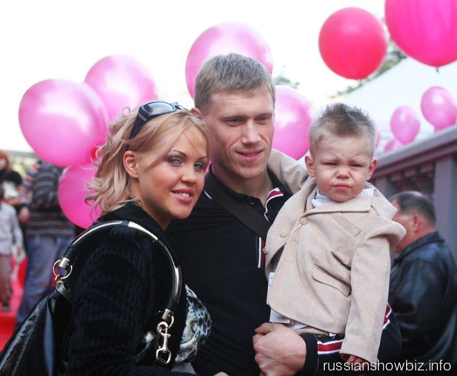 Павел Погребняк с семьей