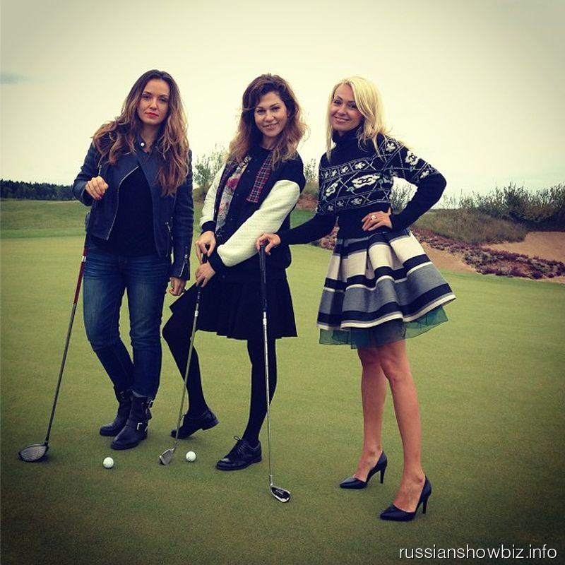Яна Рудковская с подругами на гольфе