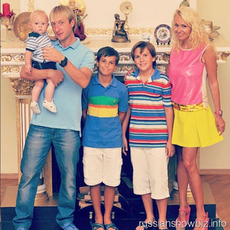 Яна Рудковская и Евгений Плющенко с детьми