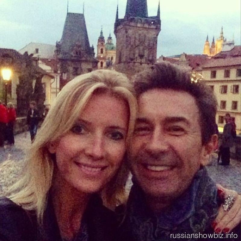 Валерий Сюткин с женой в Праге