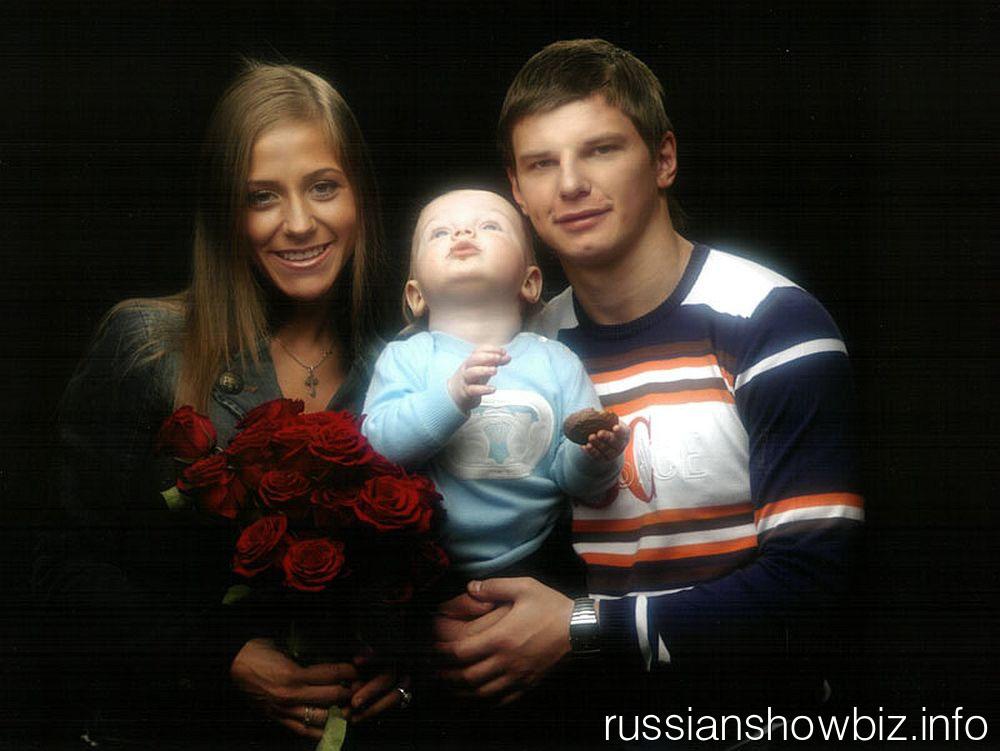 Андрей Аршавин с женой и сыном