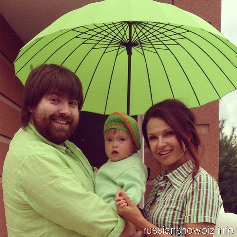 Эвелина Бледанс с мужем и сыном