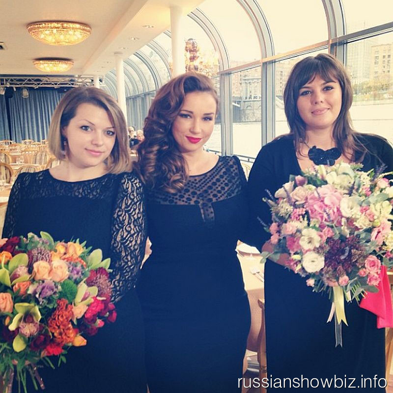 Анфиса Чехова с побдительницами нестандартного конкурса красоты