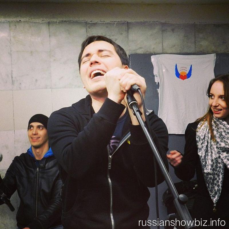 Родион Газманов в пешеходном переходе