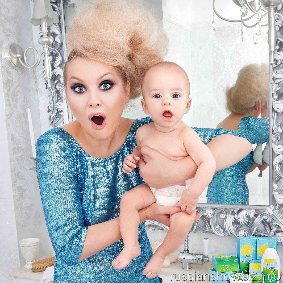 Лена Ленина с младенцем