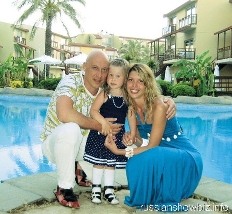 Денис и Наталья Майдановы с дочкой
