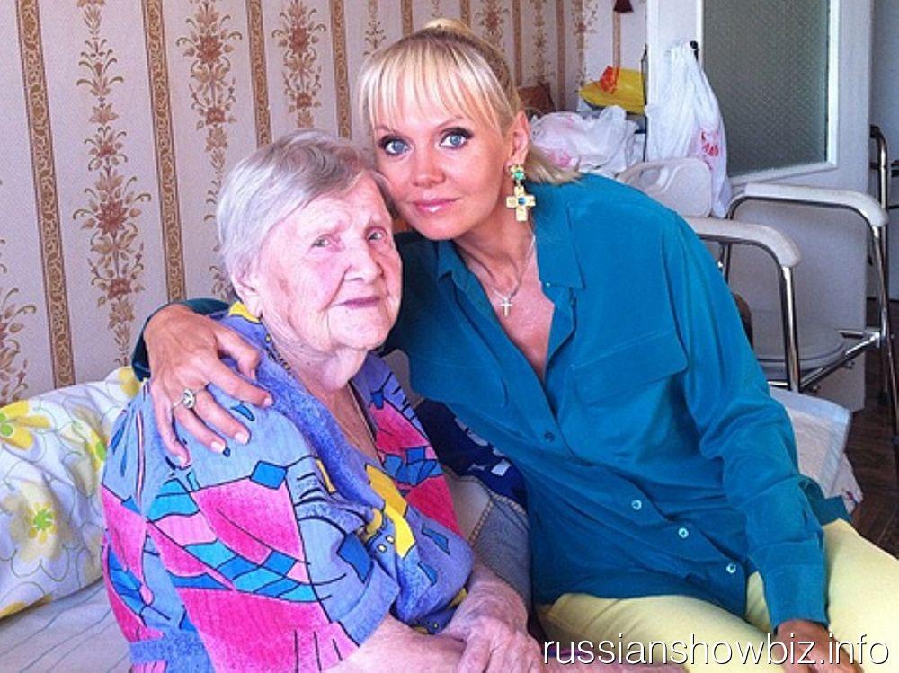 Валерия со своей бабушкой
