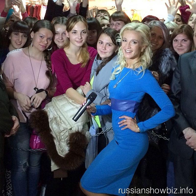 Ольга Бузова на открытии магазина в Хабаровске