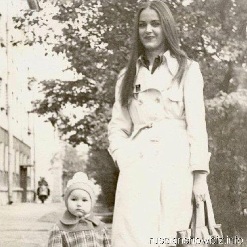Маленькая Оксана федорова с мамой