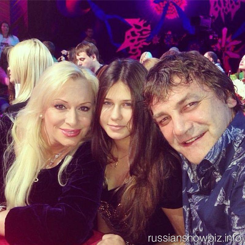 Наталья Гулькина с дочкой и Константином Крымским