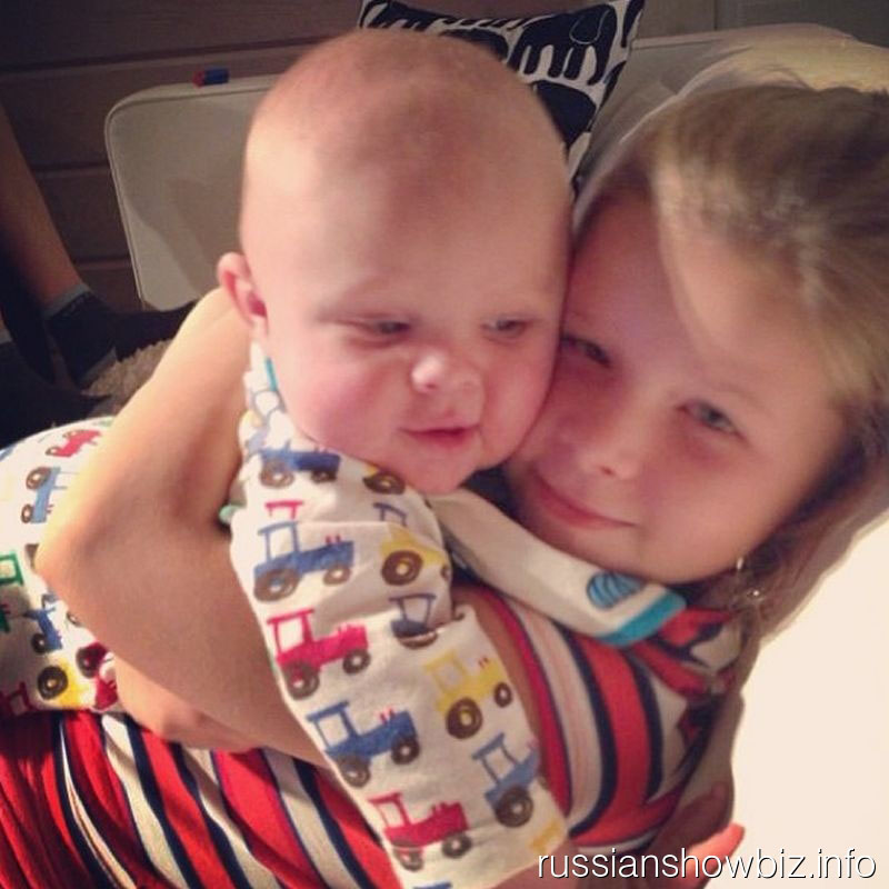 Дочь Вячеслава Малафеева Ксюша с младшим братиком Алексом
