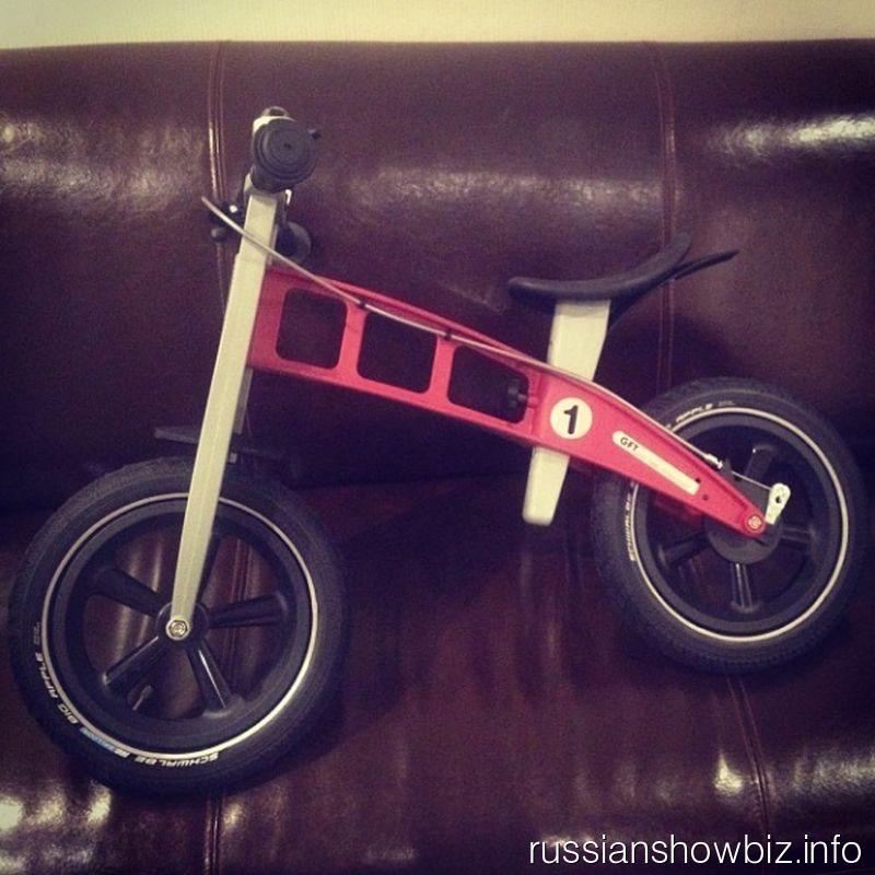 Велосипед сына Яны Рудковской