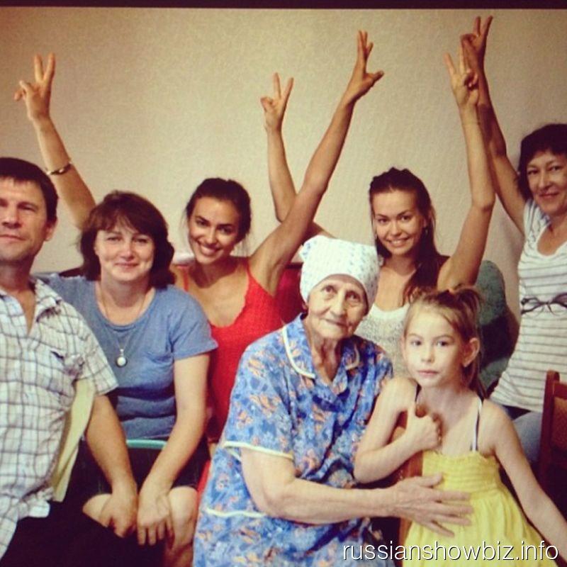 Ирина Шейк на дне рождени бабушки