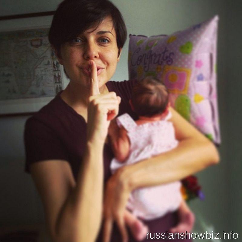 Ольга Шелест с новорожденной дочкой