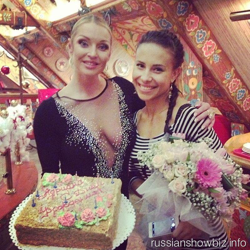 Анастасия Волочкова с танцовщицей Адрианой