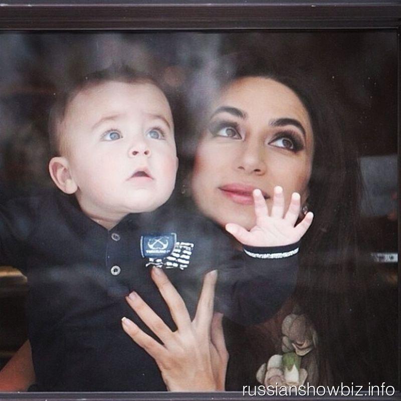 Зара с сыном