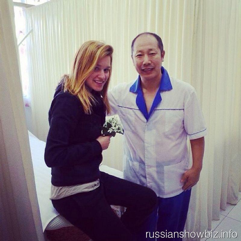 Ксения Бородина с китайским массажистом