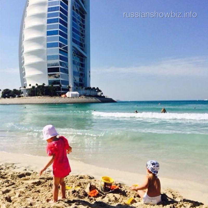 Дети Филиппа Киркорова на пляже